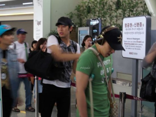 130526-super-junior-at-gimpo-airport-to-busan-by-shijialee-30